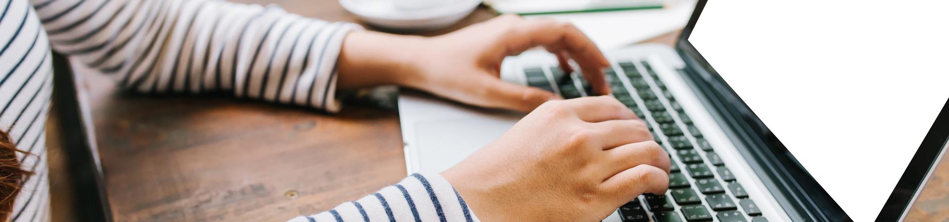 ucenik prati privatni cas digitalnog marketinga seo i social media